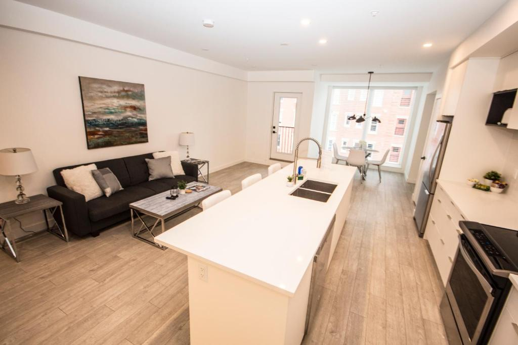 Apartment SwitchBloc 40 Bedroom Calgary Canada Booking Enchanting 2 Bedroom Apartments For Rent In Calgary Decor