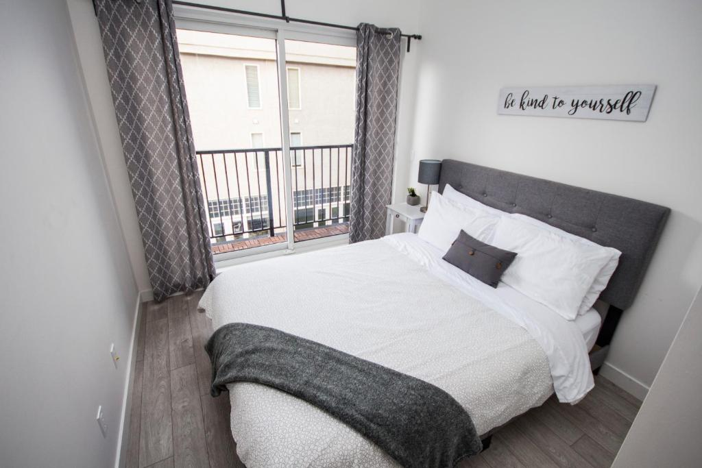 Apartment SwitchBloc 40 Bedroom Calgary Canada Booking Awesome 2 Bedroom Apartments For Rent In Calgary Decor
