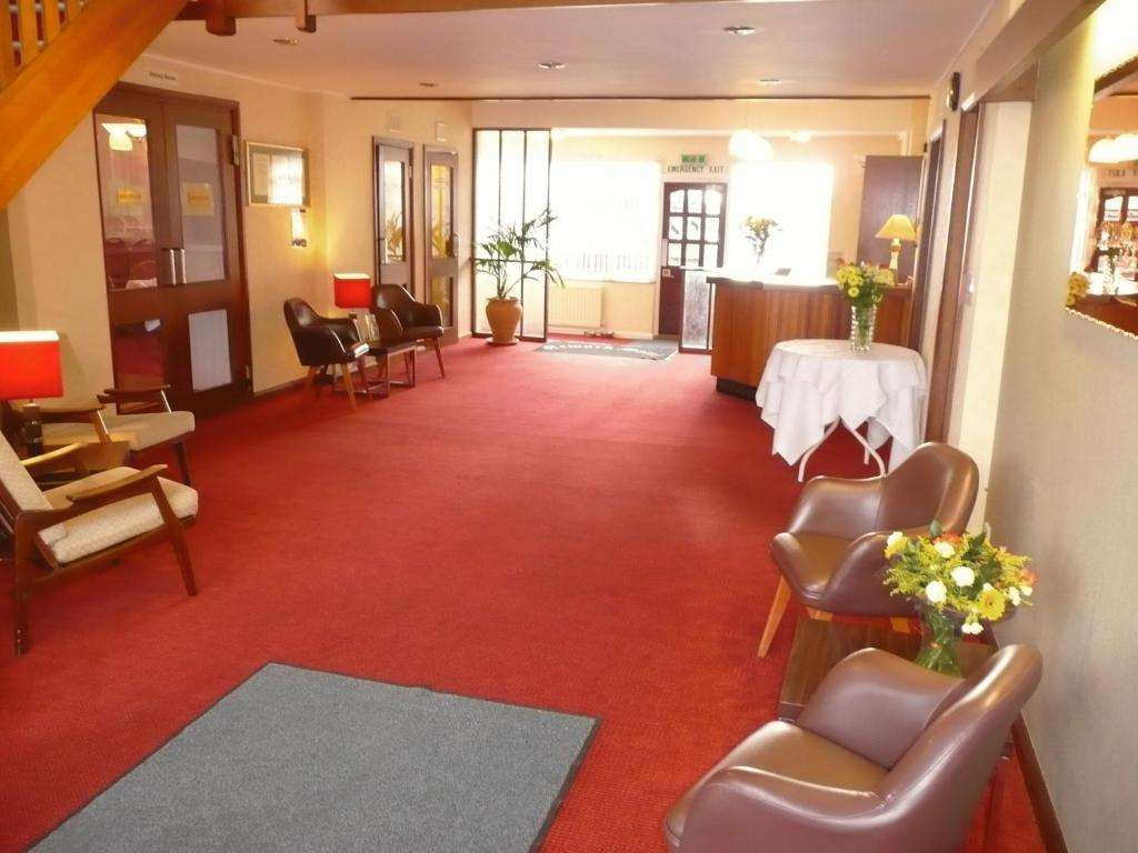 The lobby or reception area at Newark Hotel
