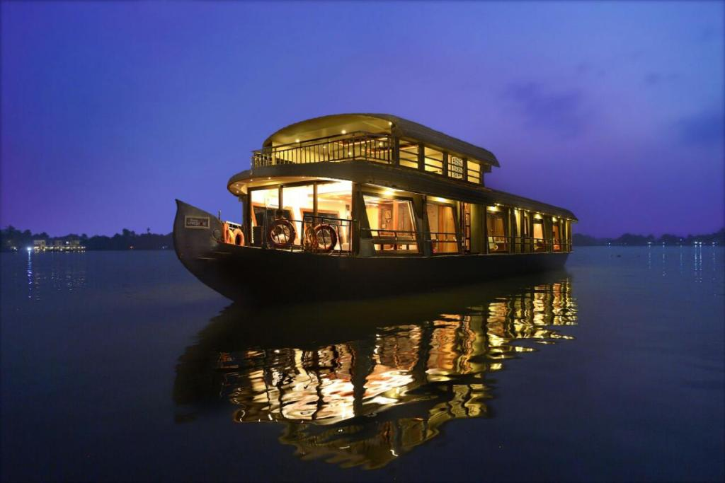 Kerala House Boats, Alleppey – Updated 2019 Prices