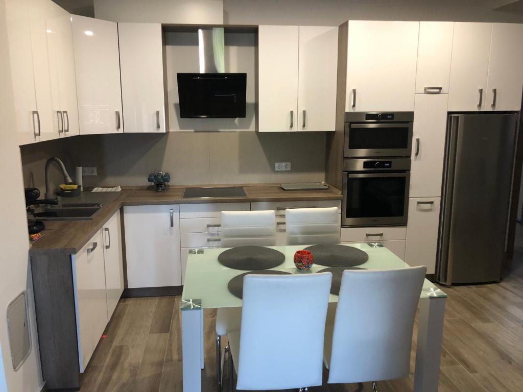 A kitchen or kitchenette at Rajczi Apartman