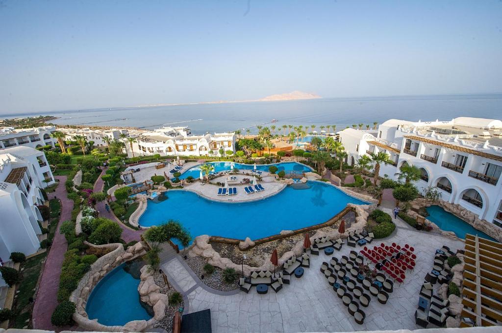 Вид на бассейн в Albatros Cyrene Grand Hotel или окрестностях