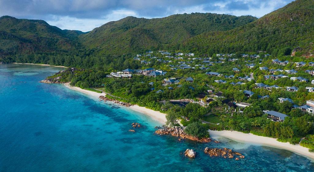Letecký snímek ubytování Raffles Seychelles