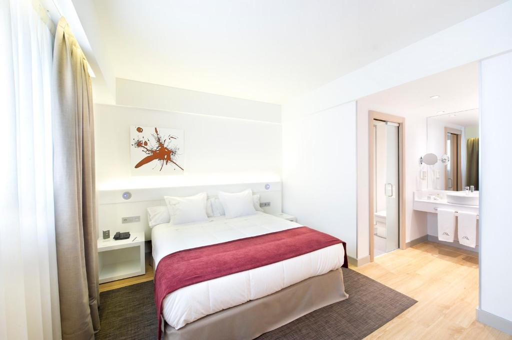 A bed or beds in a room at Sercotel Ciudad de Miranda