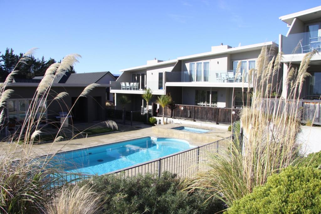 The swimming pool at or near Distinction Wanaka Serviced Apartments (Formerly Alpine Resort Wanaka)