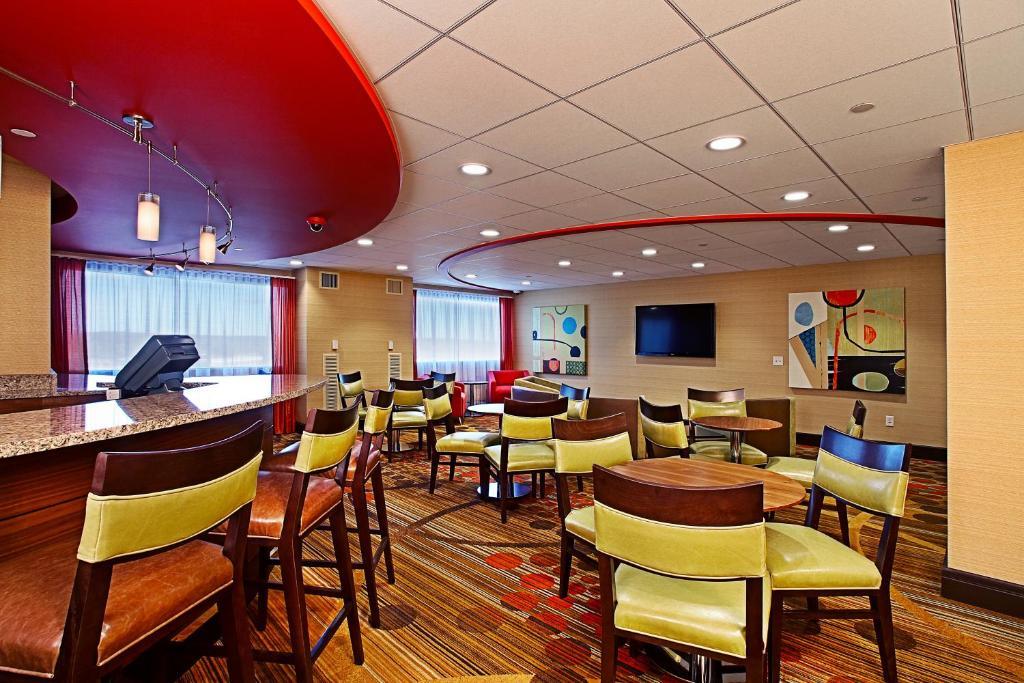 Hotel Radisson Plaza Center (USA Kalamazoo) - Booking.com
