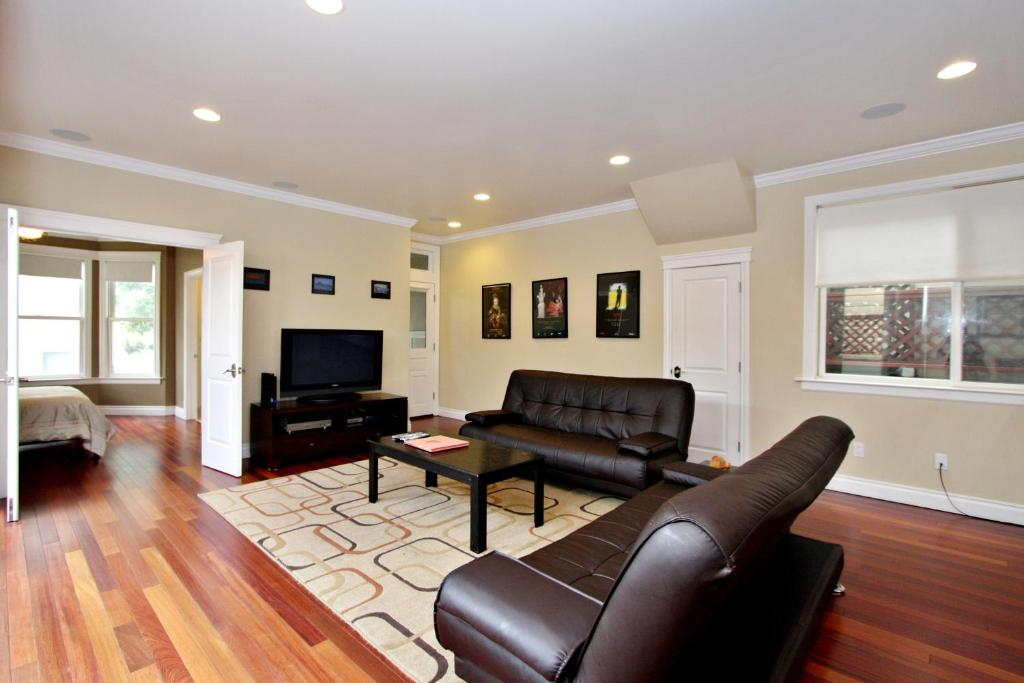 Gallery image of this property. Sumner House   2 Bedroom Apartment  San Francisco  CA   Booking com