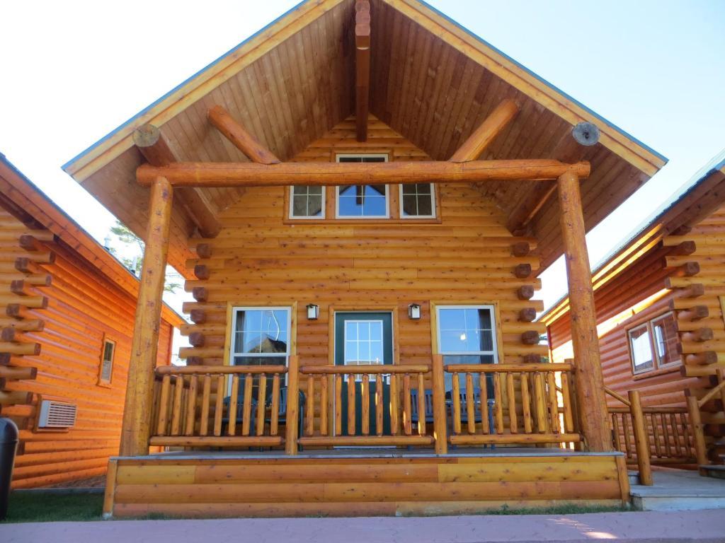 Hotel Cabins Of Mackinaw Mackinaw City Mi Booking Com