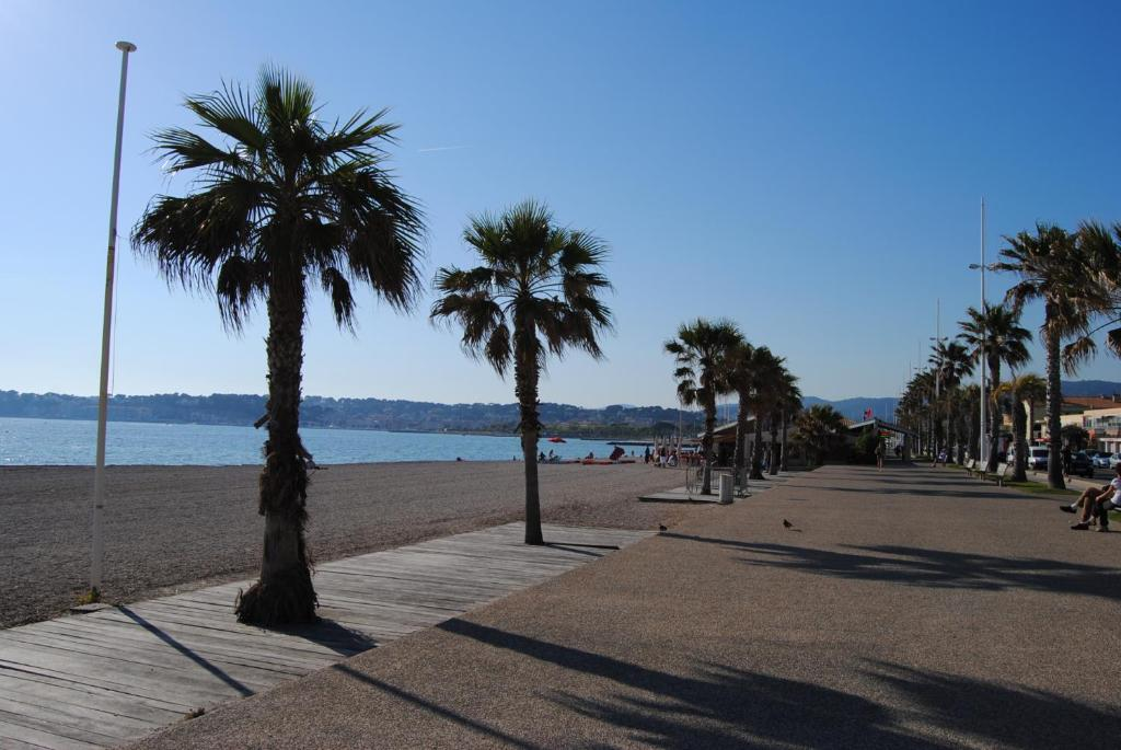 Appart 39 h tel le dauphin six fours les plages tarifs 2018 for Appart hotel plaisir