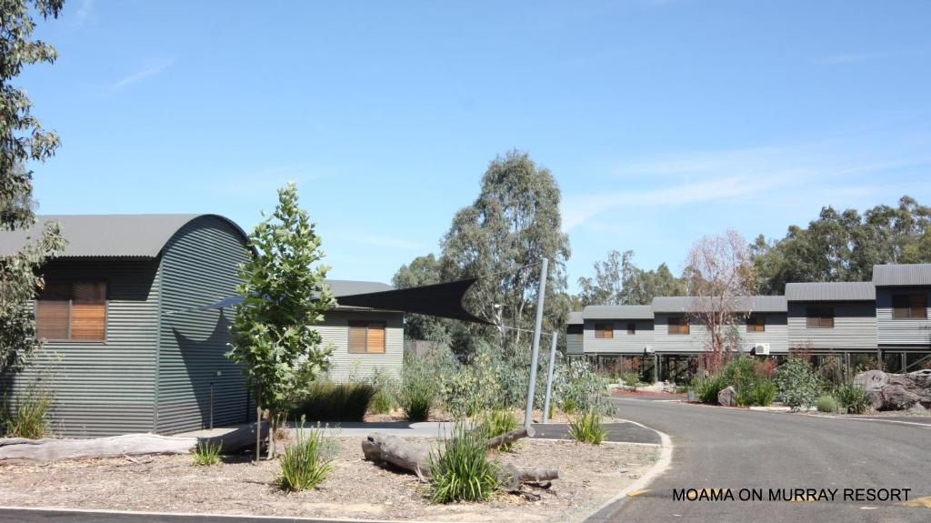 villa moama on murray australia. Black Bedroom Furniture Sets. Home Design Ideas