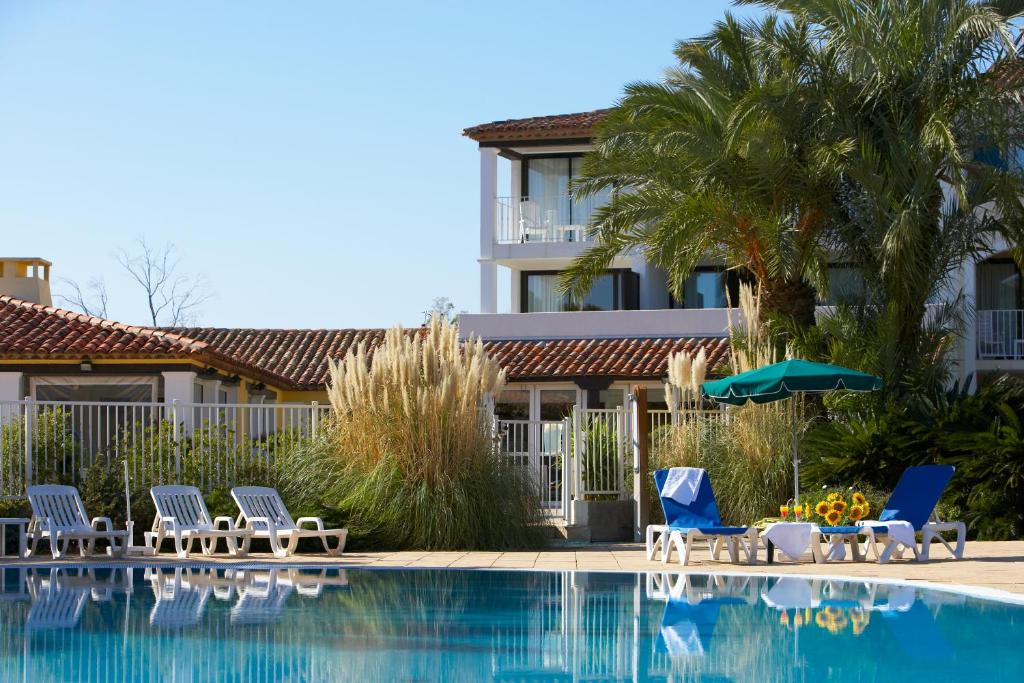 Residence soleil vacances france grimaud for Residence vacances france avec piscine