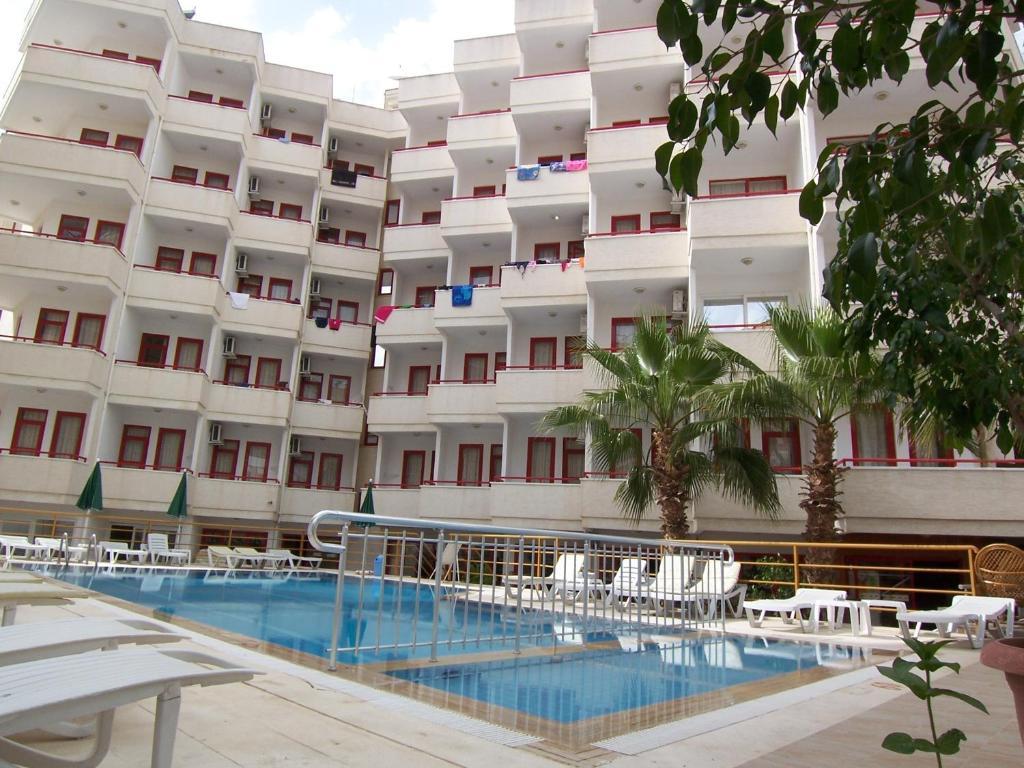 Het zwembad bij of vlak bij Semiz Apart Hotel