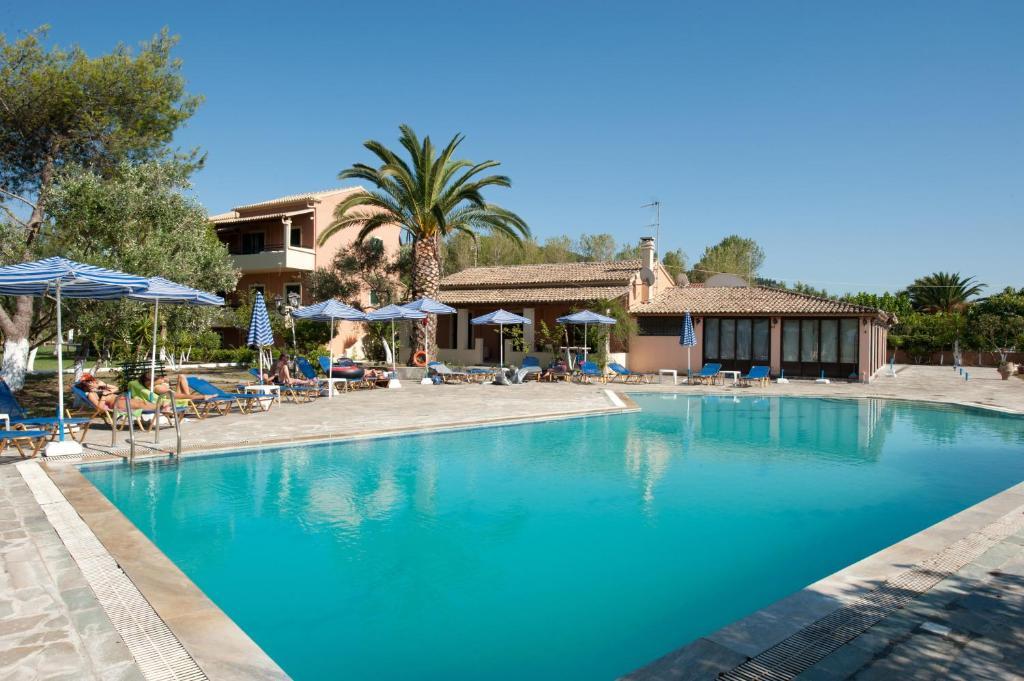 Πισίνα στο ή κοντά στο Helena Apartments & Villas