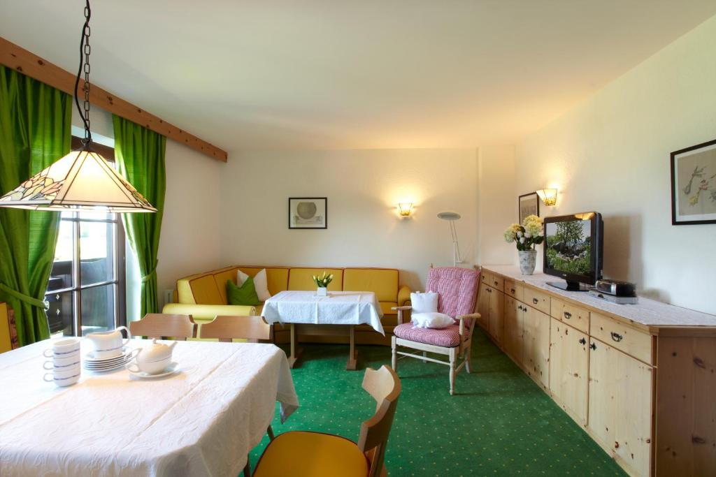 Apartment Landhaus Schwarz, Mieming, Austria - Booking.Com