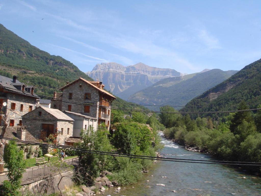 Apartamentos valles espa a broto - Hotel la garriga de castelladral ...