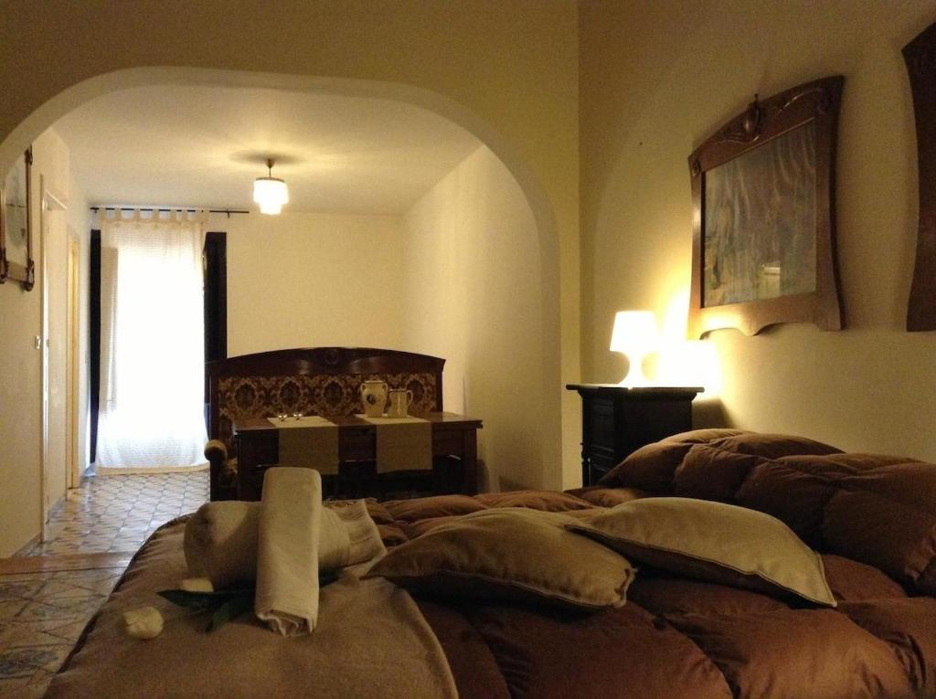 A bed or beds in a room at Verdi Apartment
