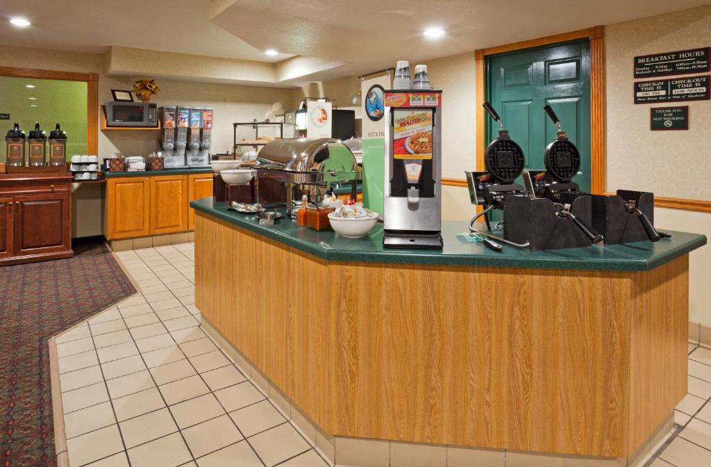 hotels room z prices cottages grove featured cottage from quality information image inn south lobby hotel eugene