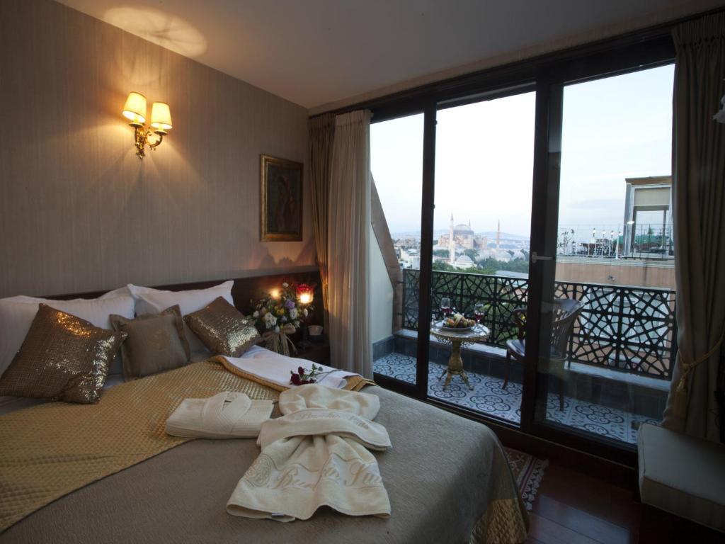 Ein Bett oder Betten in einem Zimmer der Unterkunft Burckin Hotel