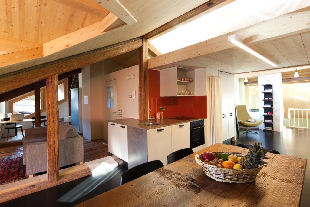 Appartamento mansarda di lusso italia fiera di primiero for Prezzi mansarde