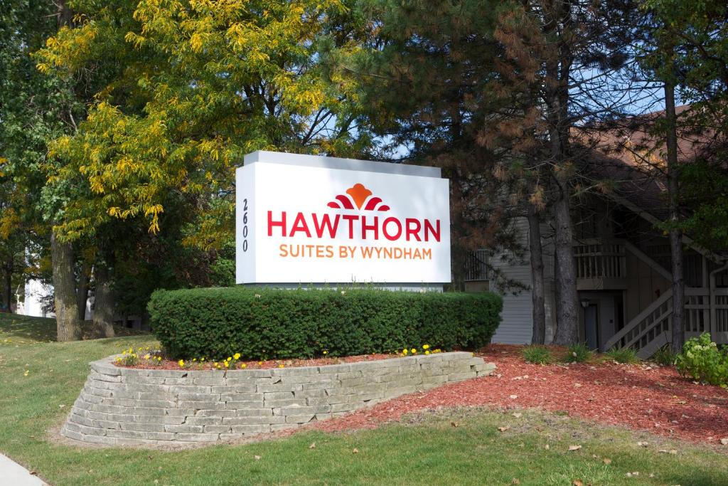 Hawthorn Suites Of Troy Usa Deals