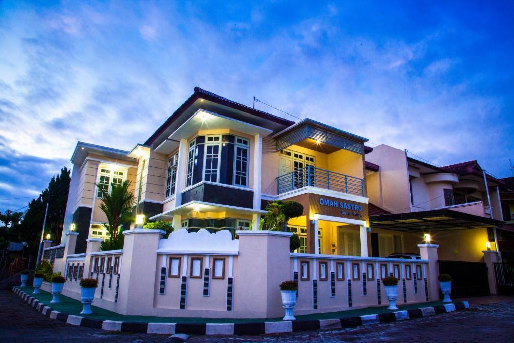 Guesthouse Omah Sastro Yogyakarta Indonesia Booking Com