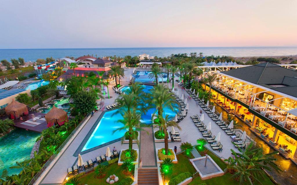 Насладитесь великолепным сервисом в Alva Donna Exclusive Hotel & Spa