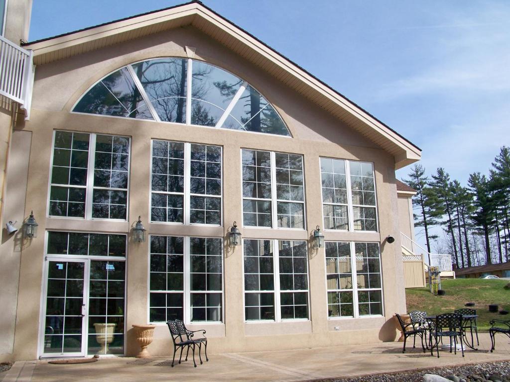Senator Inn & Spa, Augusta, ME - Booking.com