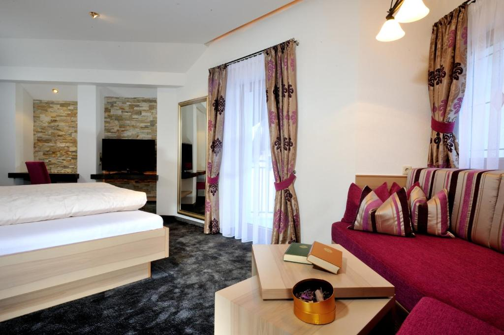 Hotel Garni Stefanie, Ischgl, Austria - Booking.com