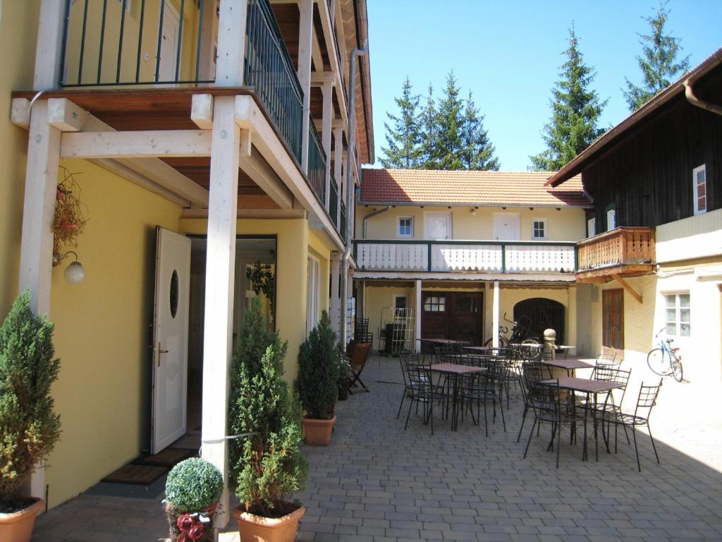 landhaus caf hotel deutschland wolfratshausen. Black Bedroom Furniture Sets. Home Design Ideas