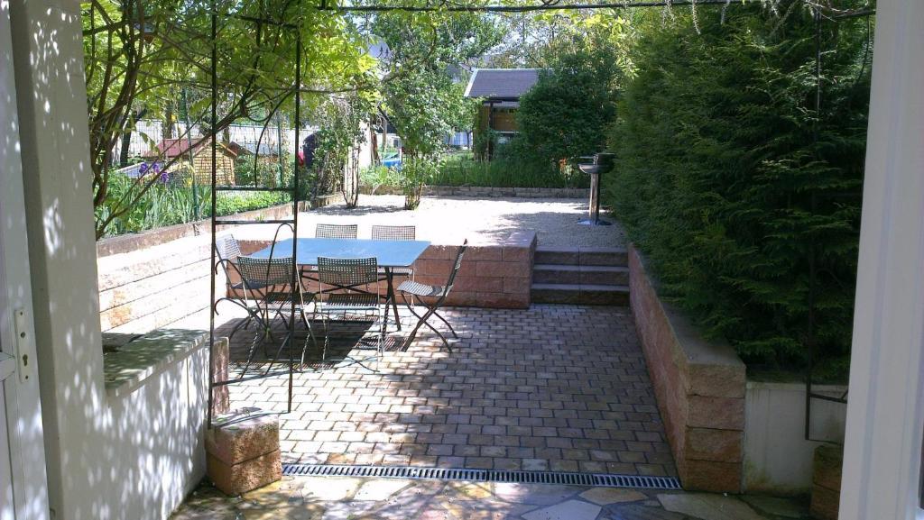 Swimming pool sa o malapit sa The Guest House II