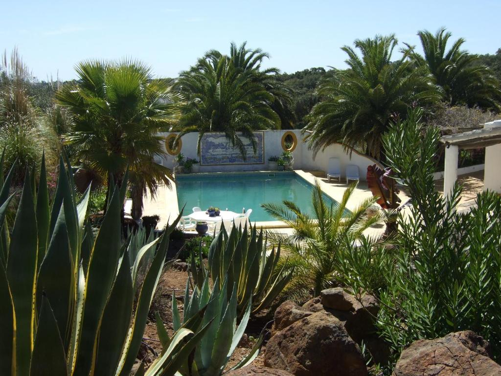 The swimming pool at or near Quinta Do Cano