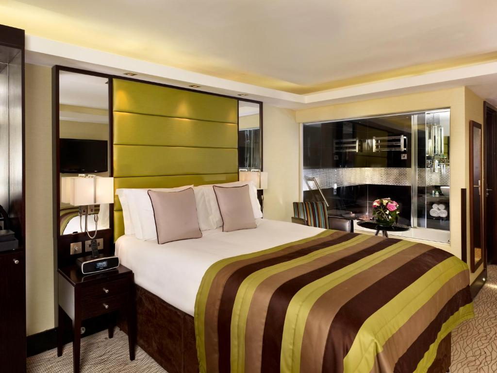 A room at London City Suites.