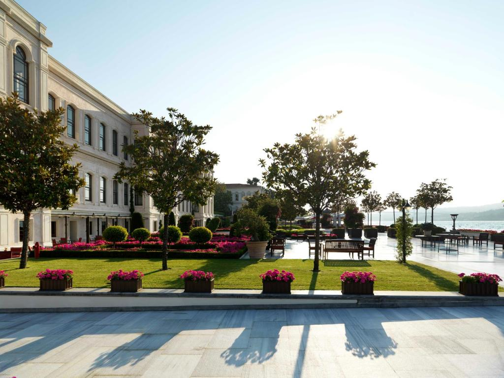 Book Four Seasons Hotel Istanbul at the Bosphorus in ...