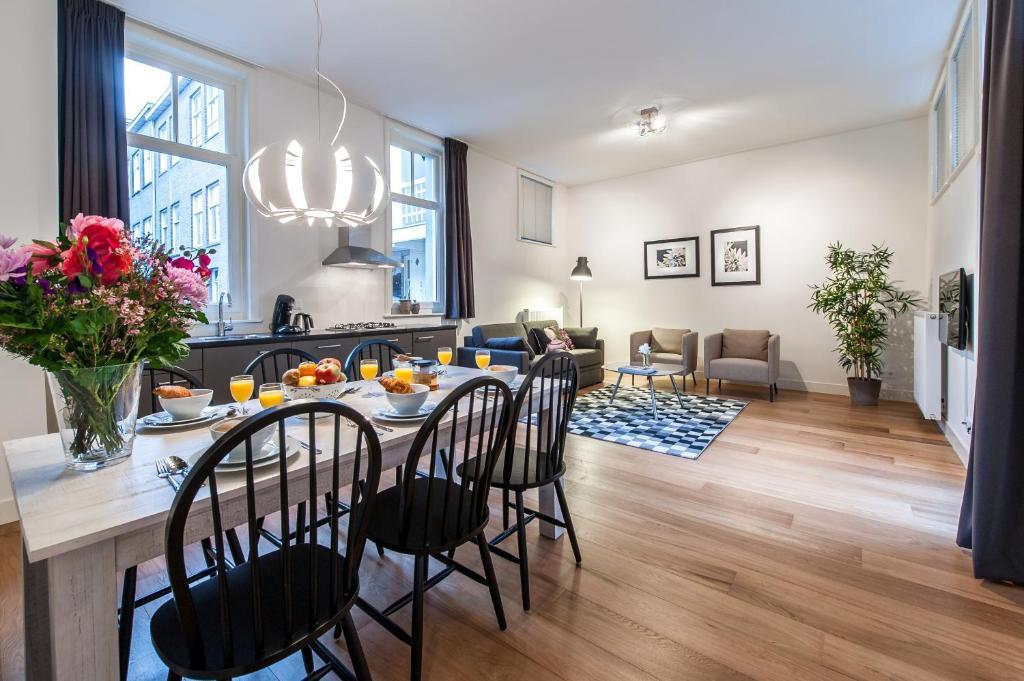 Ein Restaurant oder anderes Speiselokal in der Unterkunft De Pijp Boutique Apartments