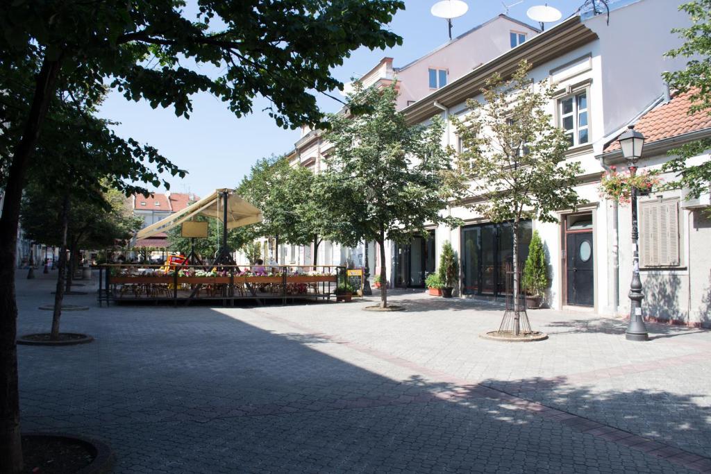 Hostel Theater 011