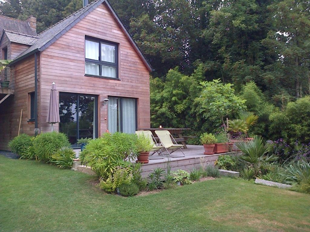 un jardin en pente douce locqu nol tarifs 2019. Black Bedroom Furniture Sets. Home Design Ideas