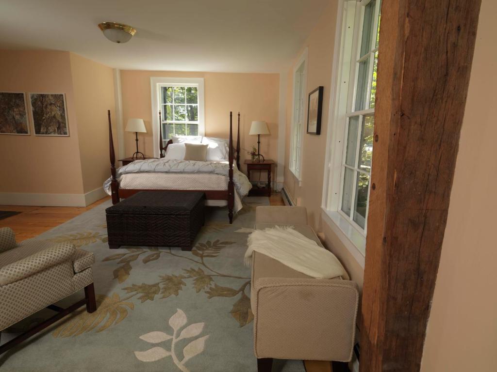 Bellows Walpole Inn, NH - Booking.com