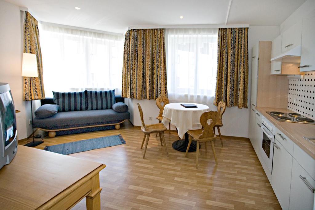Neue Post - Apartments, Zell am See, Austria - Booking.com