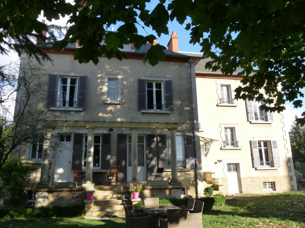 Bed and breakfast c t parc c t jardin nevers france - Chambre d hote cote picarde ...
