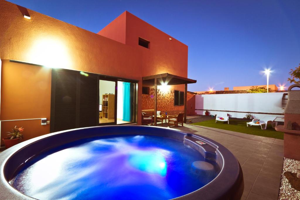 7 Island Surf House