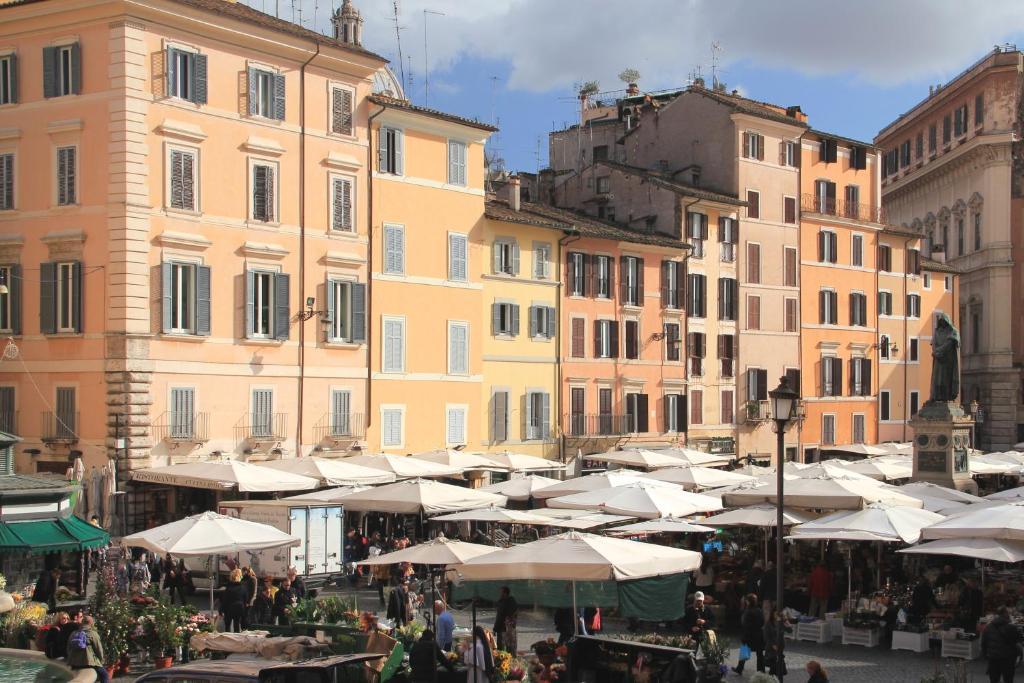 Campo De' Fiori Corner Apartment, Rome, including reviews ...