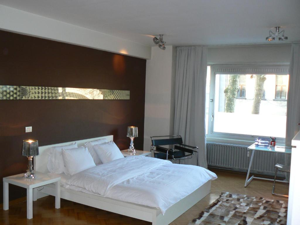 A bed or beds in a room at Residentie Continental