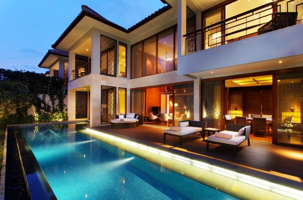 The swimming pool at or close to Fairmont Sanur Beach Bali Suites & Villa