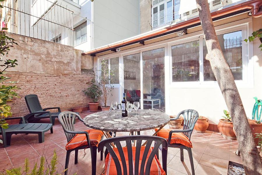 Stylish Laconic And Functional New York Loft Style: Loft Chic Apartments, Barcelona