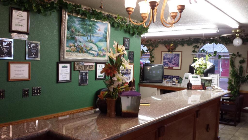 & Green Country Inn Henryetta OK - Booking.com