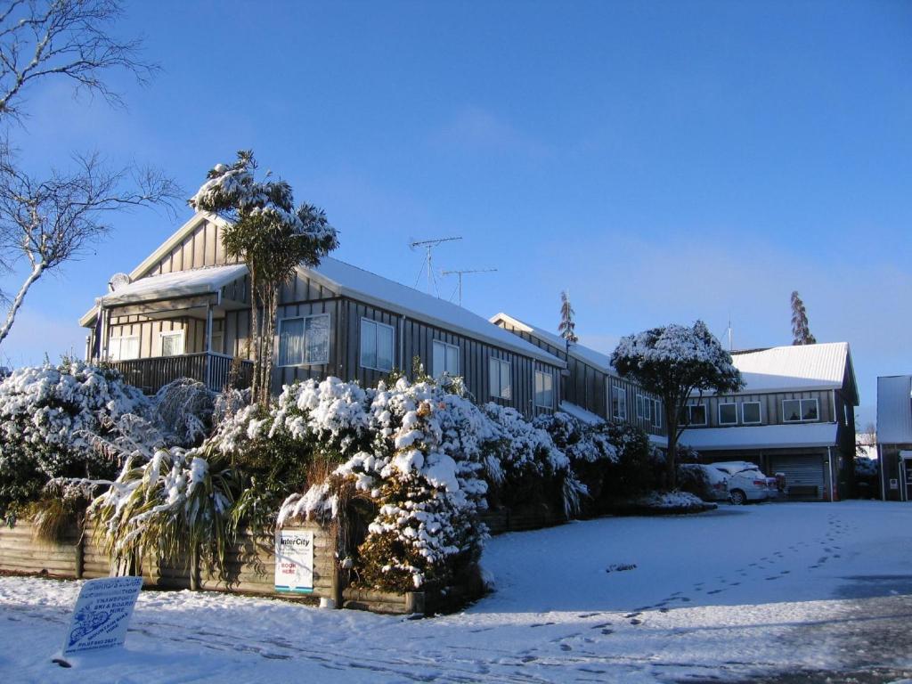 Howards Mountain Lodge during the winter