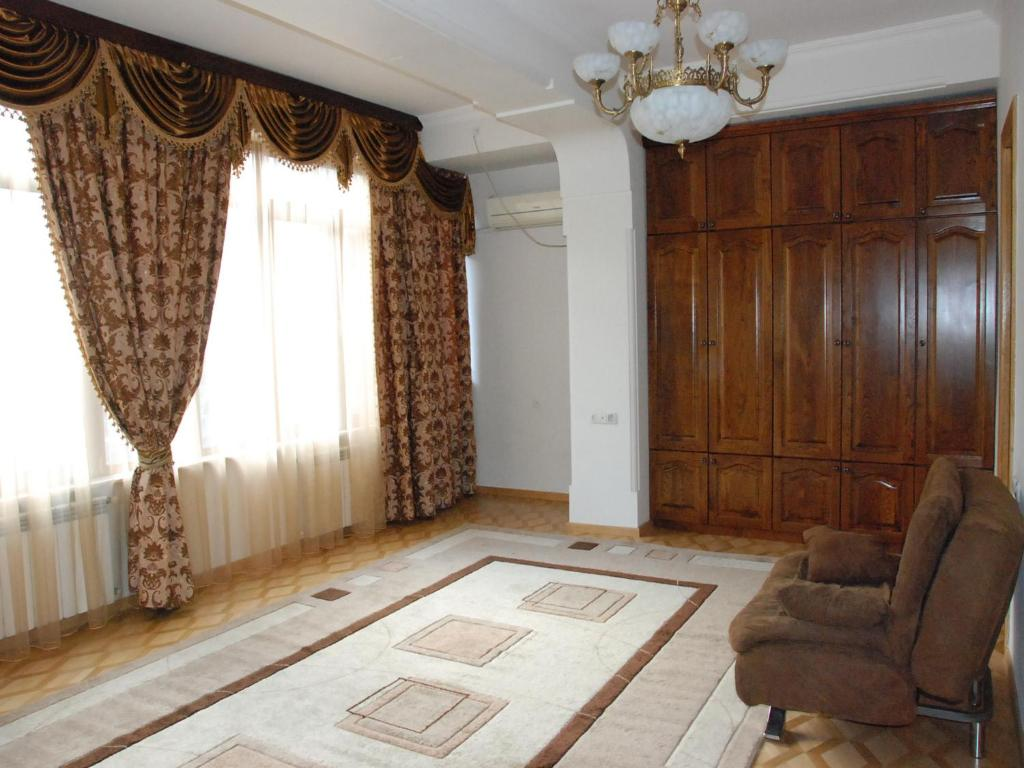 Golden Fleece Apartments