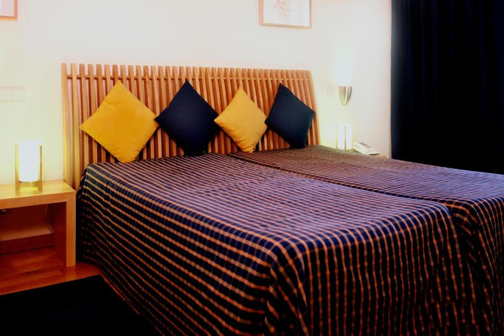 A bed or beds in a room at Hotel Paulo VI