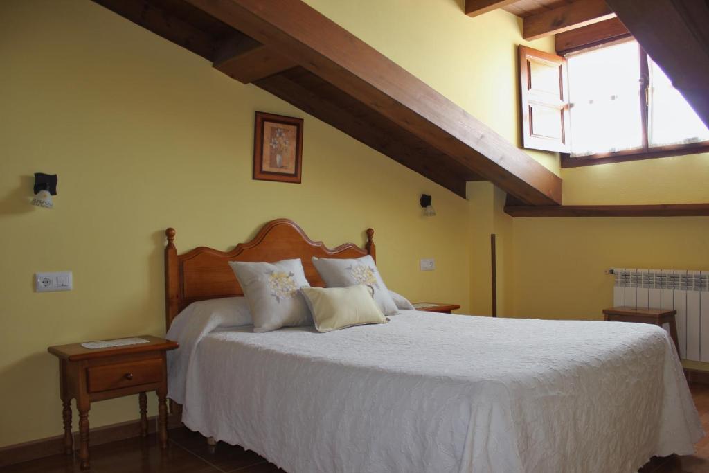 Cama o camas de una habitación en Casa Rural La Indiana I y II