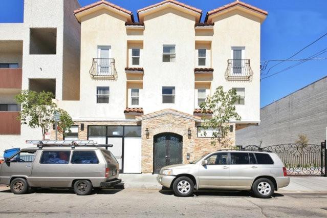 Apartments In North Sherman Way California
